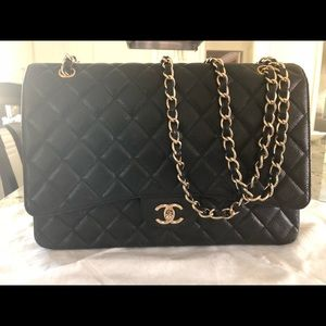 Chanel jumbo classic flap bag in caviar black